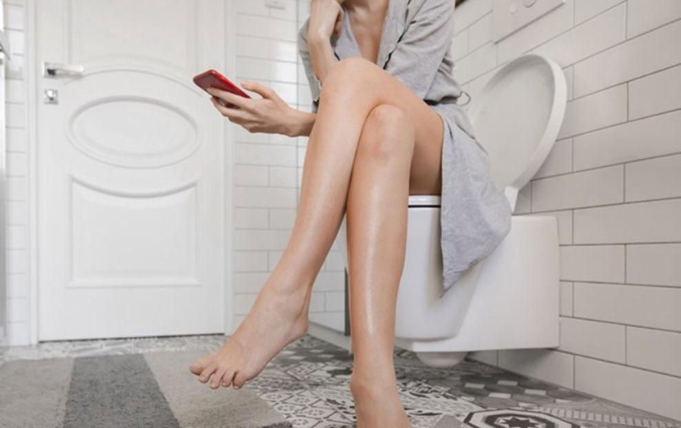 Pet razloga zašto prestati koristiti pametni telefon na WC-u.