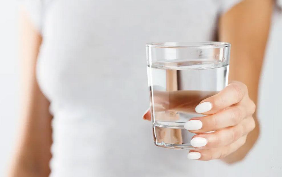Ako dugo niste bili doma vodu iz slavine pustite da malo oteče.